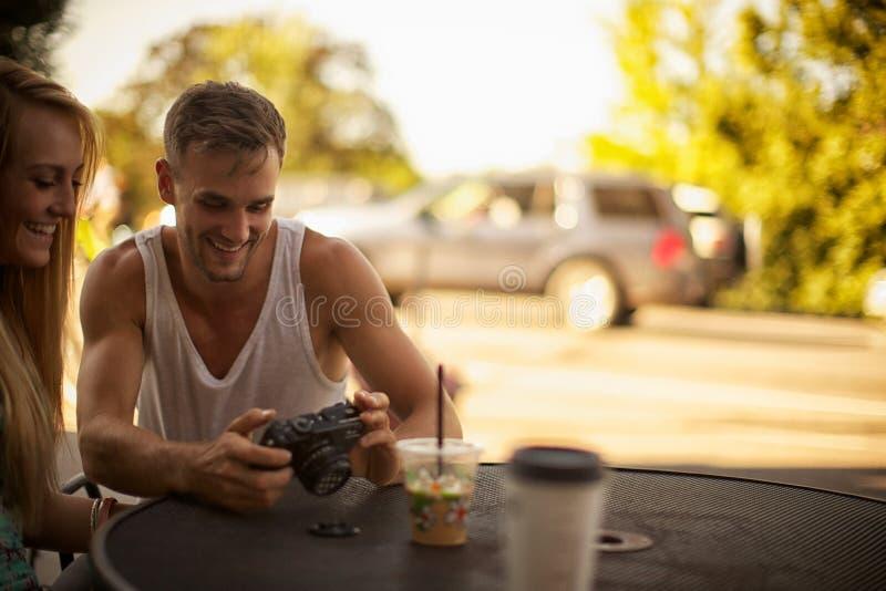 Skratta på bilder fotografering för bildbyråer