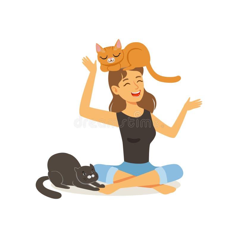 Skratta sammanträde för ung kvinna med korsade ben Röd katt på huvudet för flicka s, svart katt bredvid lyxfnask Kvinnligt tecken stock illustrationer