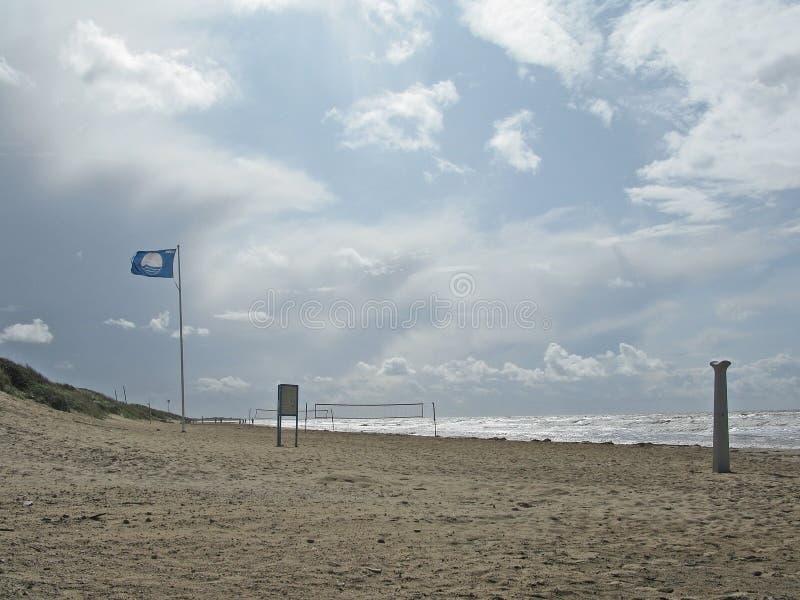 Skrea蓝旗信号海滩 库存照片