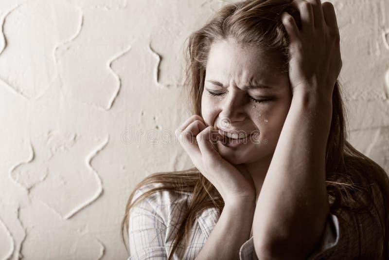 Skriande kvinna fotografering för bildbyråer