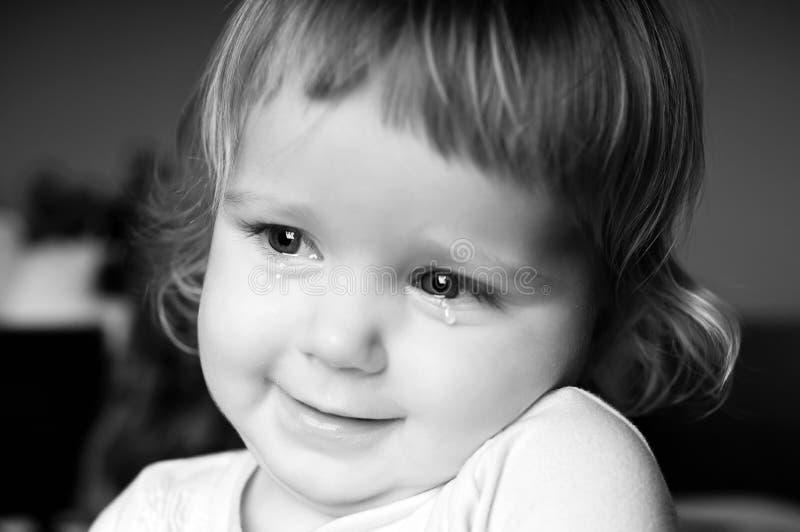 Skriande liten flicka arkivfoton