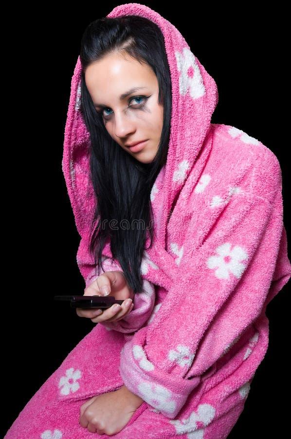 skriande sms för emoflickaavläsning fotografering för bildbyråer