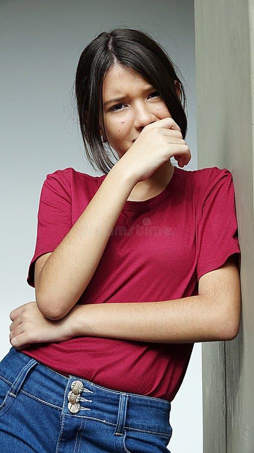 Download Skriande ungdomlig flicka fotografering för bildbyråer. Bild av skrik - 106830127