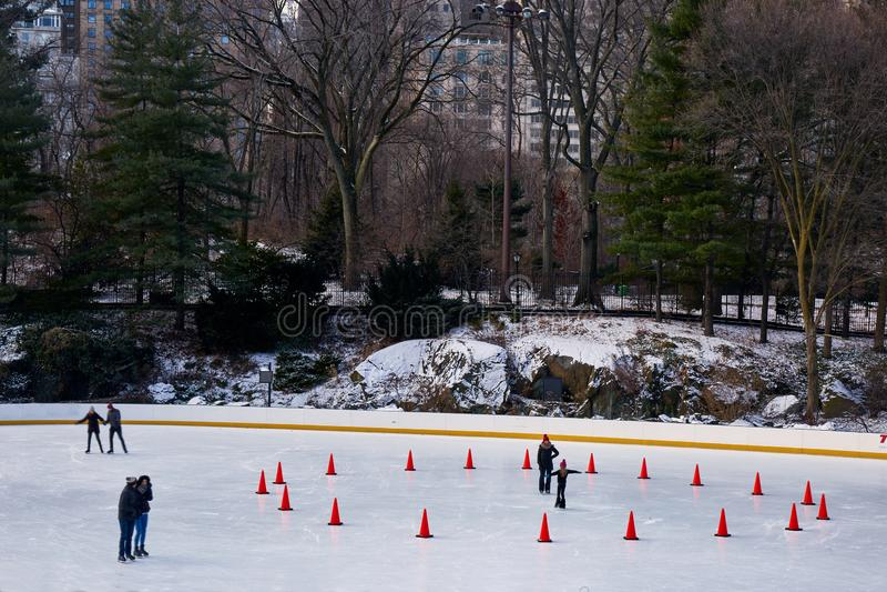 Skridskoåkningisbana, Central Park New York royaltyfri foto