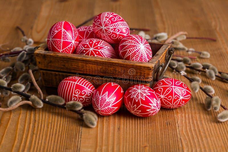 Skriftliga ägg för traditionell transylvanian hand arkivfoto
