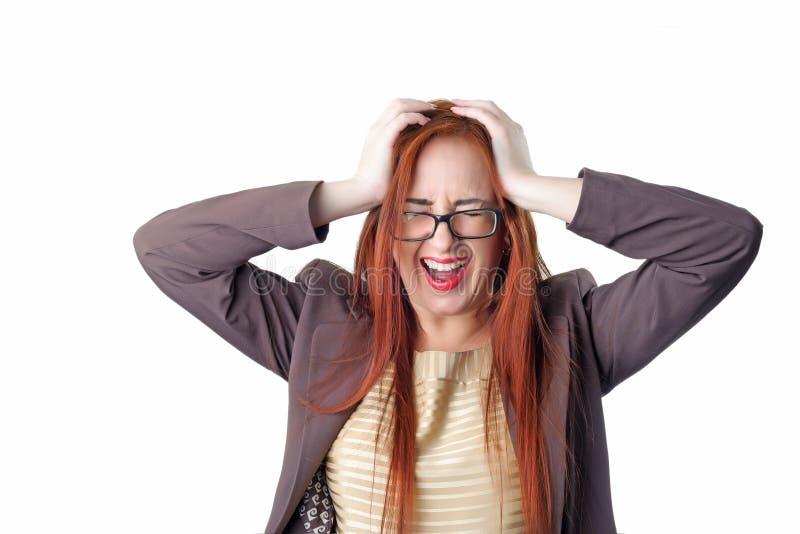 Skrikig affärskvinna för ung rödhårig man med huvudvärk arkivfoton