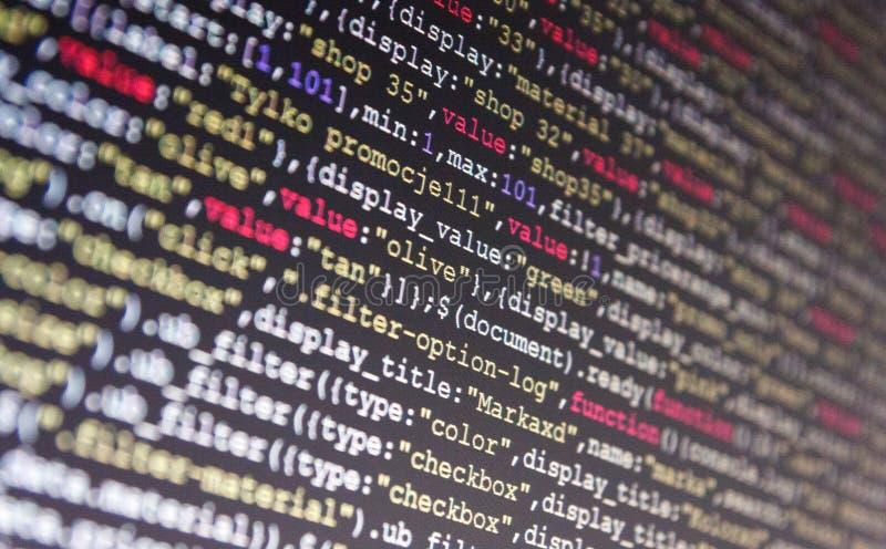Skriptverfahrensschaffung Entwickler, der an Websitecodes im Büro arbeitet HTML-Websitestruktur stockfotografie