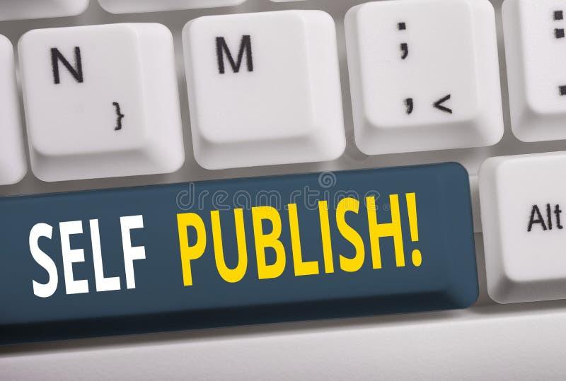 Skriv text Självpublicera Företagskoncept för publicering av skrivare fungerar självständigt på egen bekostnad Vitbok arkivfoto