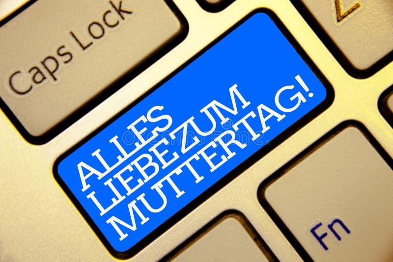 Skriva anmärkningen som visar Alles Liebe Zum Muttertag Affärsfoto som ställer ut guld- colo för lycklig för moderdag för förälsk arkivfoto