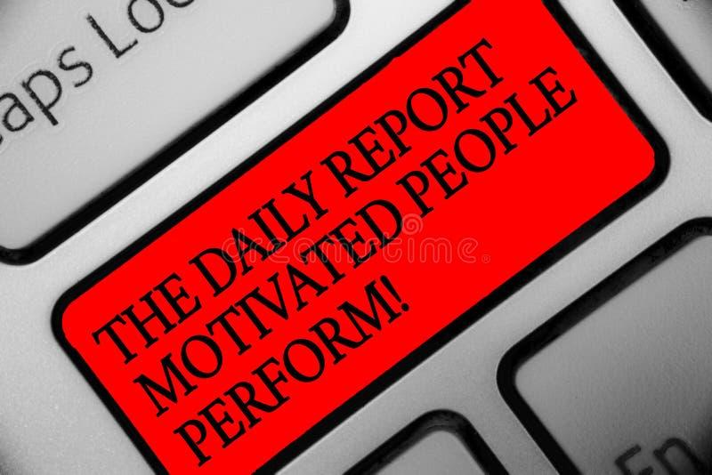 Skriva anmärkningen som visar det motiverade folket för den dagliga rapporten, utför Affärsfoto som ställer ut uppgiften som skap royaltyfri bild