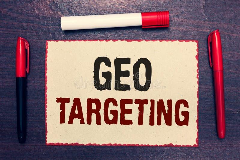 Skriva anmärkningen som visar Geo att uppsätta som mål Affärsfoto som ställer ut för Adwords för IP address för Digital annonssik arkivbild