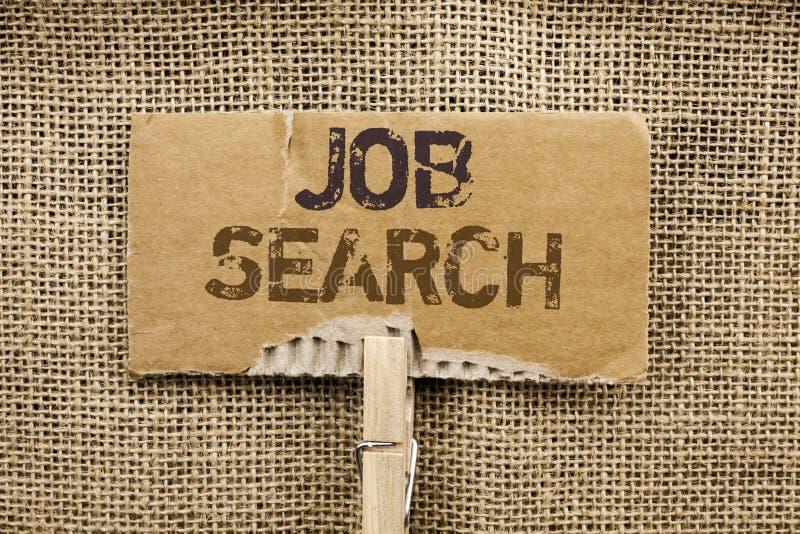 Skriva anmärkningen som visar Job Search Affärsfoto som ställer ut den skriftliga rekryt för rekrytering för anställning för till arkivfoton
