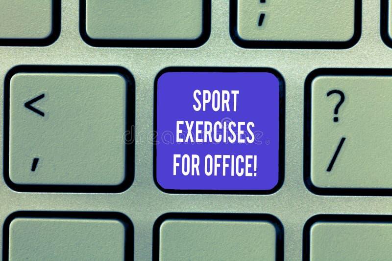 Skriva anmärkningen som visar sportövningar för kontor Affärsfoto som ställer ut att utarbeta i arbetsplatsstagpassformen arkivbild