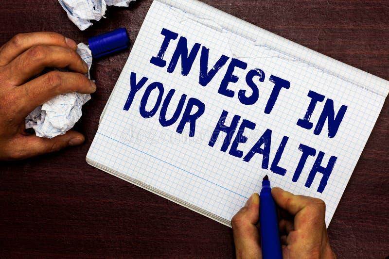 Skriva anmärkningsvisning investera i din hälsa Affärsfoto som direkt ställer ut en kvalitets- mat för sund livsstil för Wellness royaltyfri foto