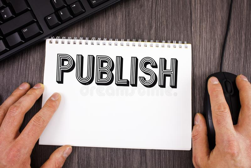 Skriva anmärkningsvisning publicera Att ställa ut för affärsfoto gör information tillgänglig till folkfrågan en skriftlig skriftl arkivfoton
