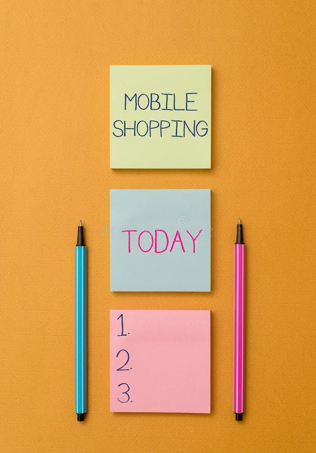 Skriva anm?rkningsvisning mobil shopping Aff?rsfoto som st?ller ut k?pande och att s?lja av varor och tj?nst till och med mobil arkivbild