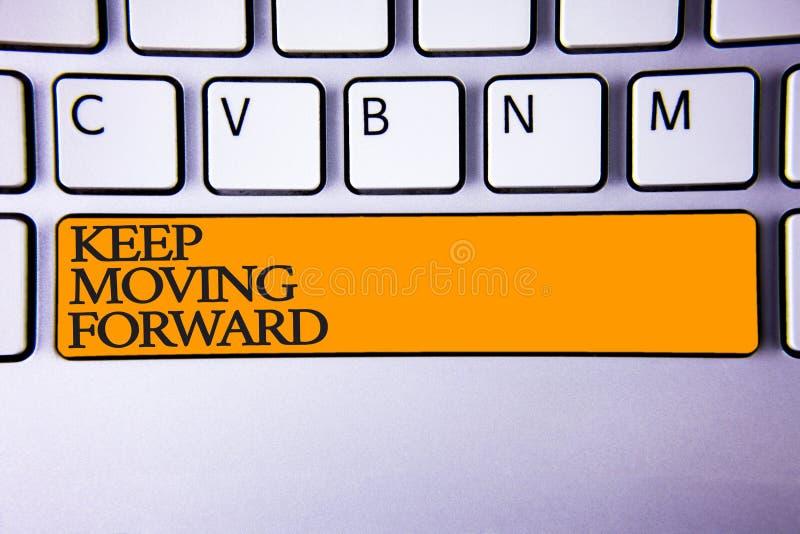 Skriva den rörande anmärkningsvisninguppehället framåtriktat Affärsfotoet som ställer ut förbättringskarriäruppmuntran, går är fr arkivbild