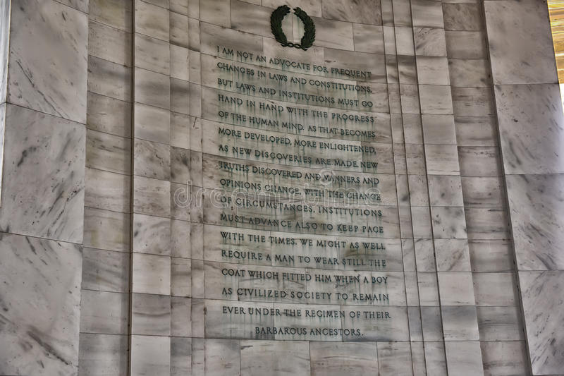 Skriva detaljen på Jefferson Memorial royaltyfri bild