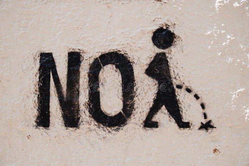 Skriva på väggen som är ingen kissa arkivfoton