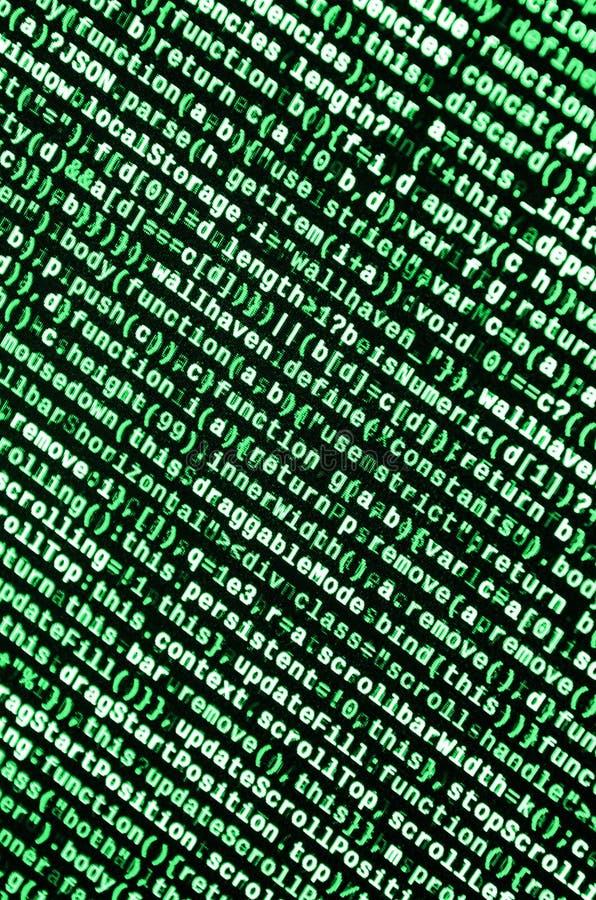 Skriva programmera kod på bärbara datorn Digital binära data på datorskärmen arkivbilder