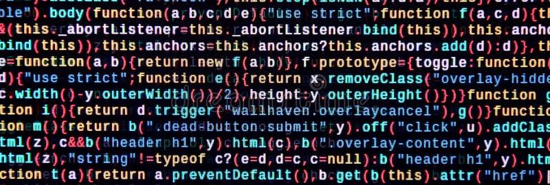 Skriva programmera kod på bärbara datorn Digital binära data på datorskärmen arkivfoton