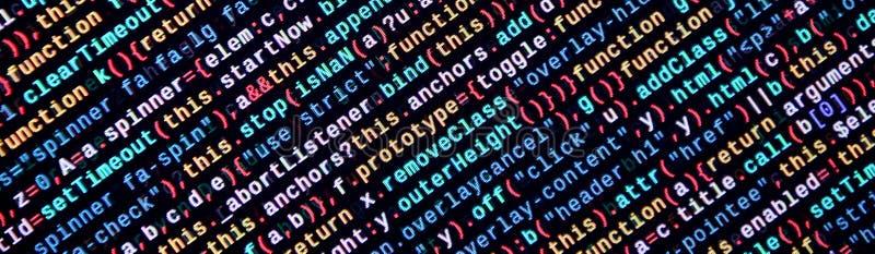 Skriva programmera kod på bärbara datorn Digital binära data på datorskärmen royaltyfri bild