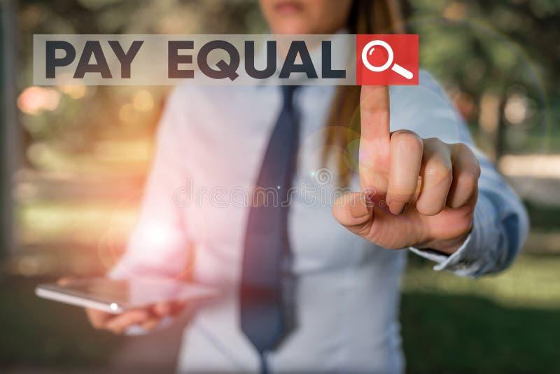 Skriva text Betala lika Företagskoncept för principen om icke-diskriminering vid ersättning för arbetskostnader arkivbild