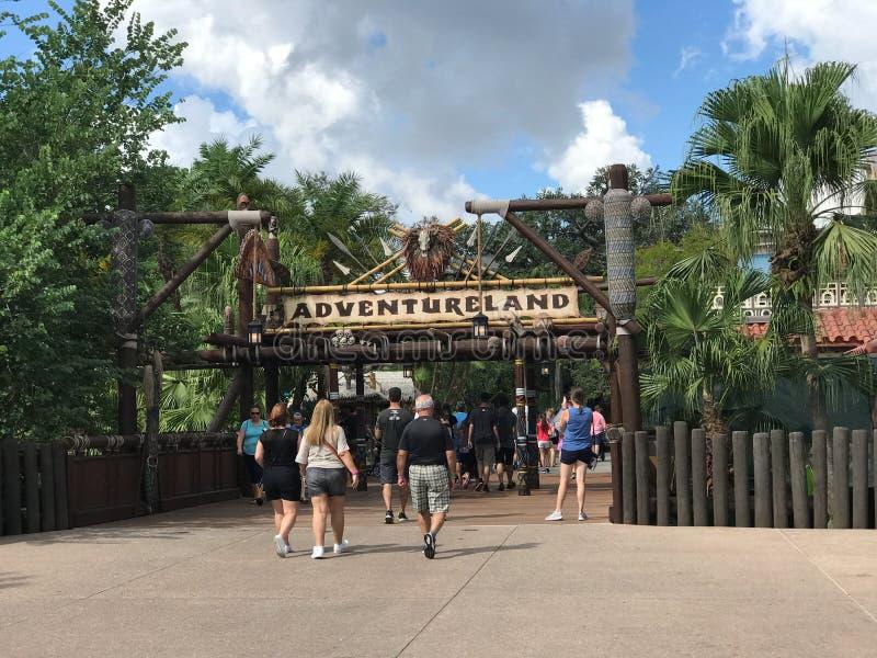 Skrivande in Adventureland i Walts Disney Worlds magiska kungarike royaltyfria bilder