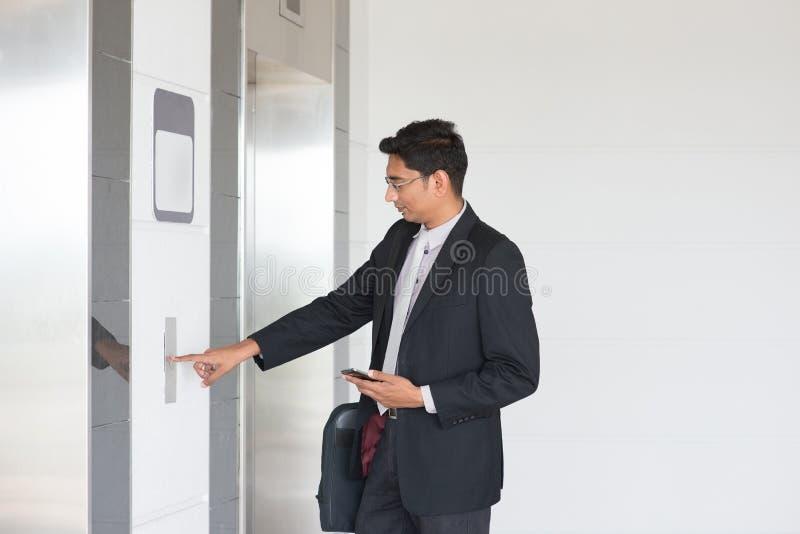 Skrivande in elevator arkivfoton
