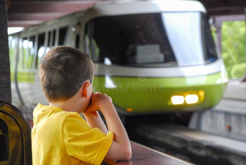 Skrivande in station för Disney enskenig järnväg arkivbild