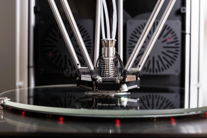 skrivare 3D i closeup royaltyfri fotografi