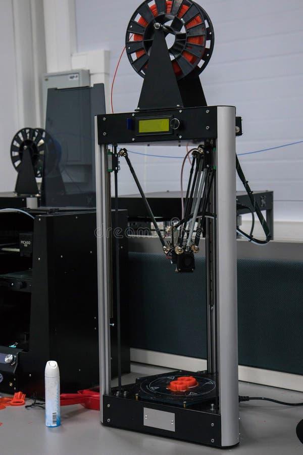 skrivare 3d i nano laboratorium royaltyfri foto