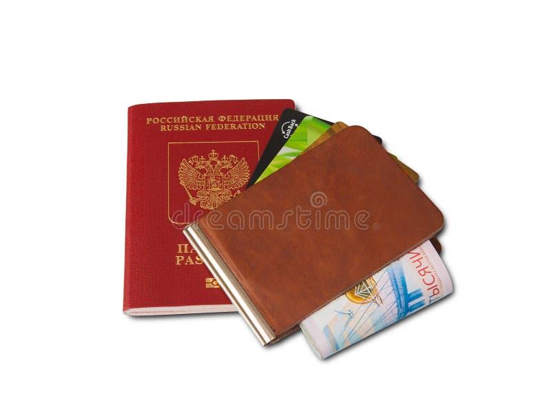 Skrivbord av den vanliga handelsresanden - vinkelsikt Sammansättningen av nödvändiga objekt för tur: pass med stämplar för åtskil arkivfoton