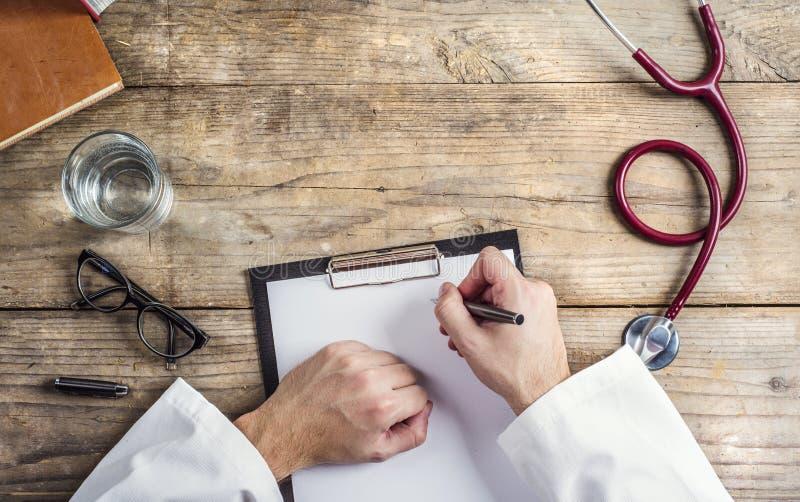Skrivbord av doktorn arkivbild