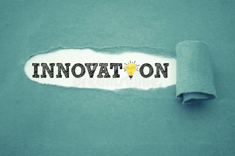 Skrivbordsarbete med innovation arkivbilder