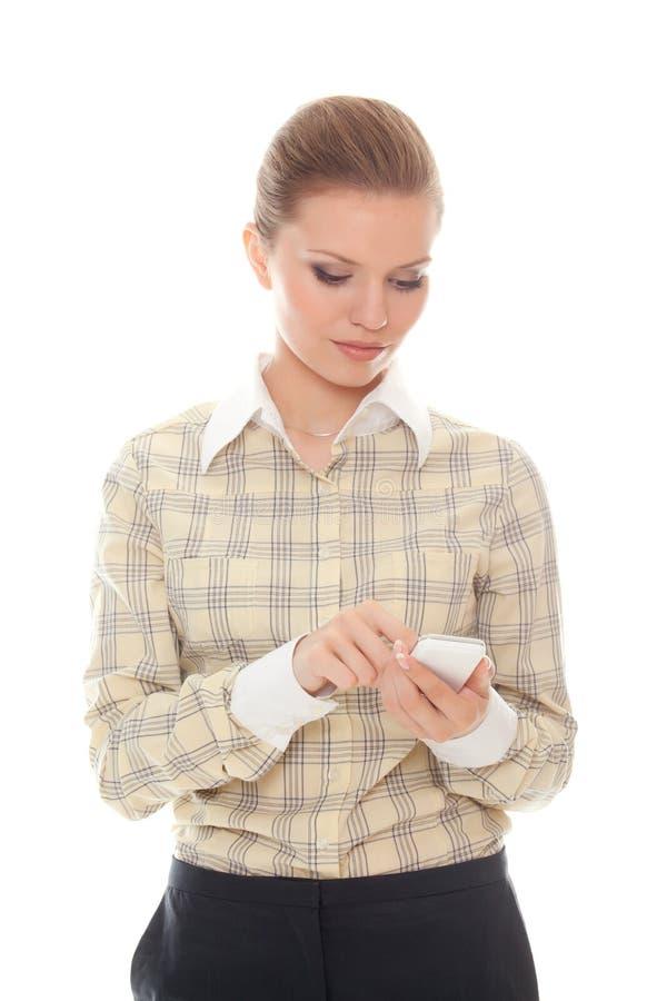 skriver den mobila telefonkvinnan för meddelandet barn arkivbild