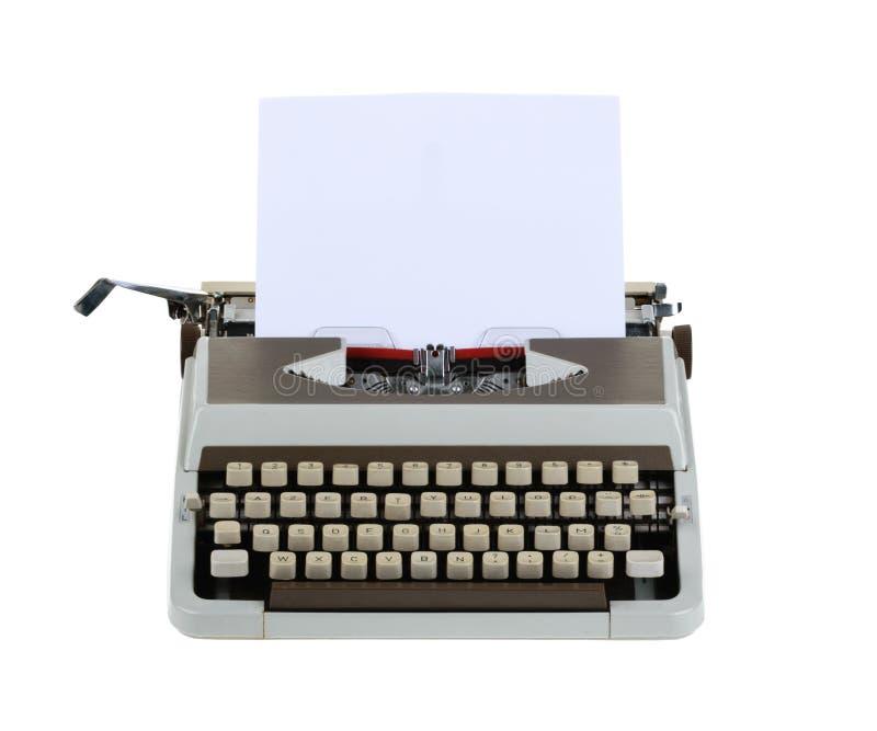 Skrivmaskin med arket av papper som isoleras på vit bakgrund whit arkivfoto