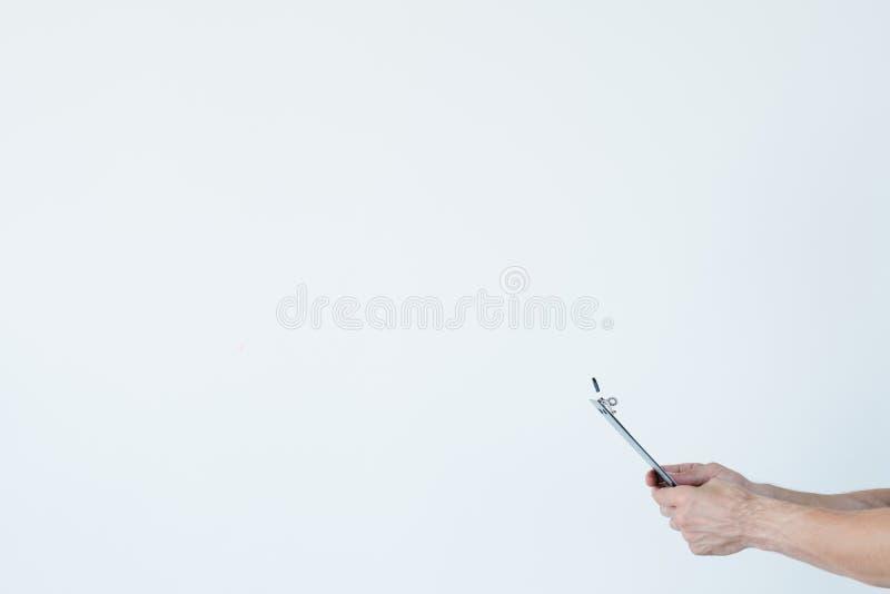 Skrivplatta för hand för man för journalistikmassmediapress royaltyfria foton