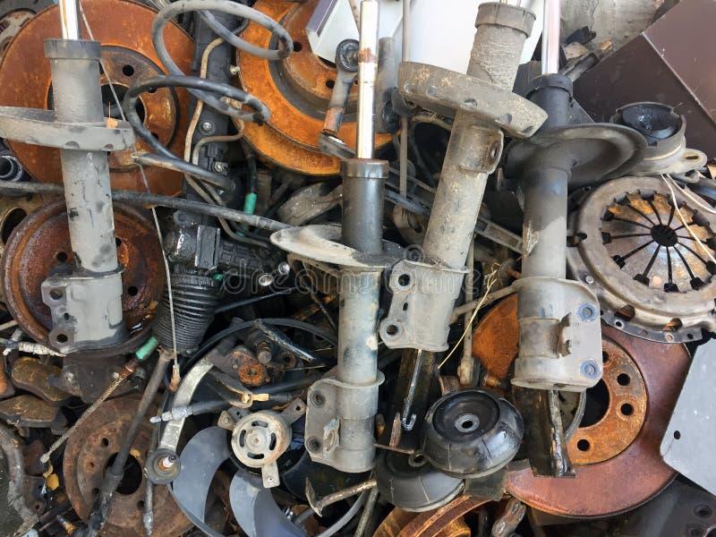 Skrot av metall, bildelar, rörliga lager arkivfoto