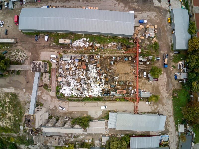 Skrota den flyg- sikten för metallskrotområde Mottagande- och lagringsmetallavfalls för recyclyng royaltyfria bilder
