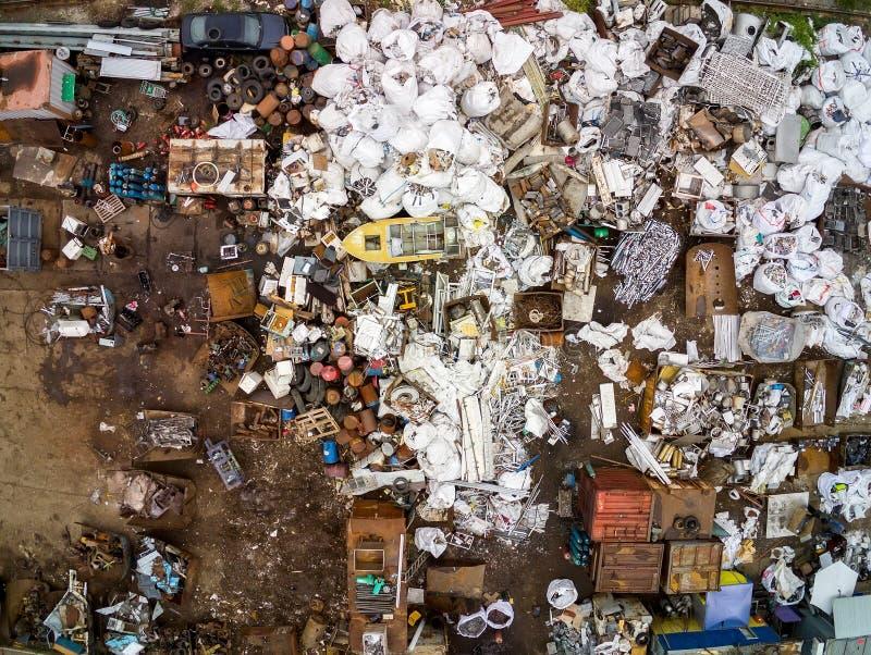 Skrota den flyg- sikten f?r metallskrotomr?de Mottagande- och lagringsmetallavfalls f?r recyclyng arkivbilder