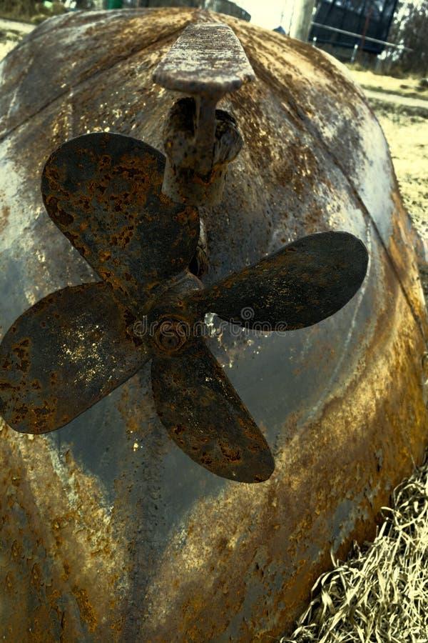 Skruv som är rostig av det gamla järnfartyget royaltyfri fotografi