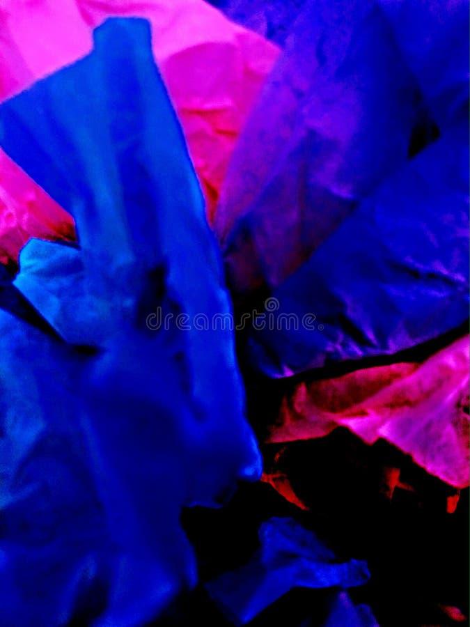 Skrynklan rufsar pappers- färger royaltyfria foton