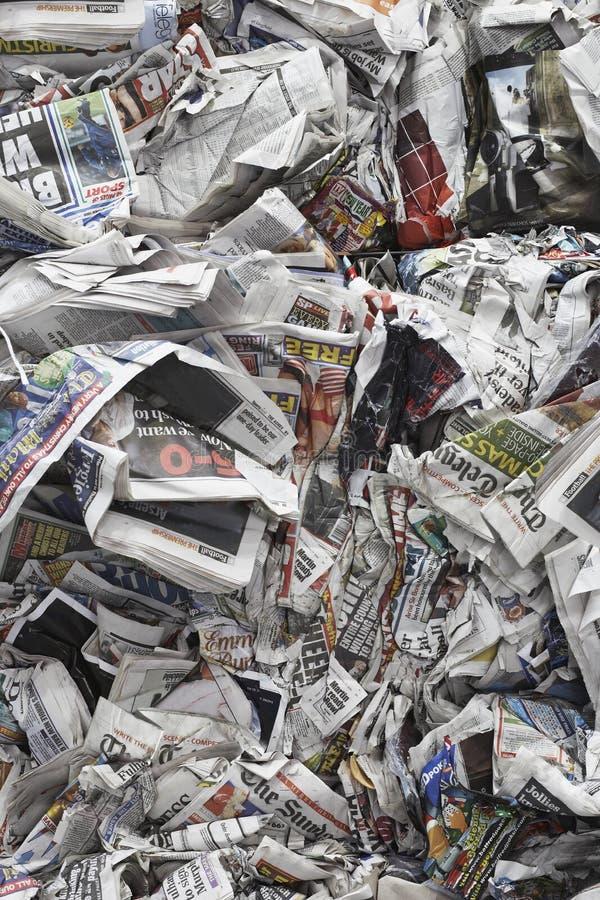 Skrynkliga tidningar royaltyfria foton