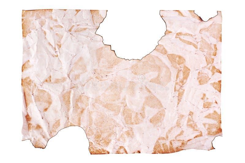 Skrynkligt gammalt brunt papper p? vit bakgrund som t?tt isolerades upp med textplase, rynkade det smutsiga tomma arket av papper royaltyfria foton