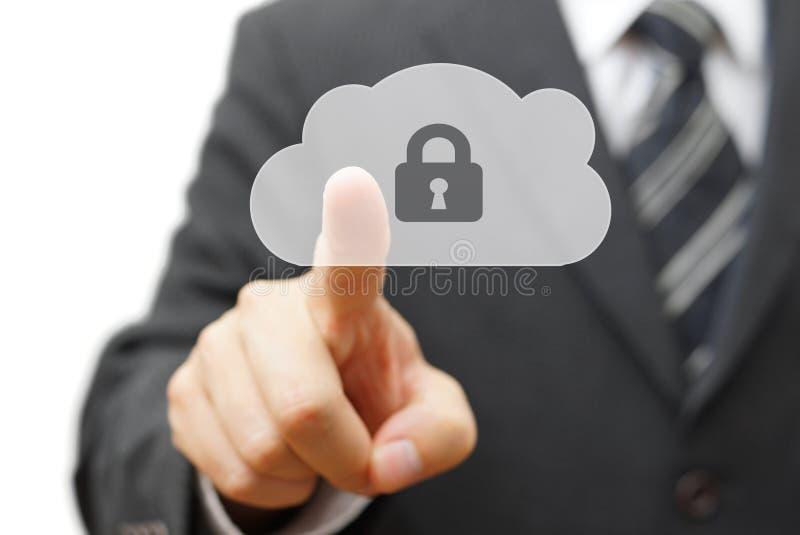 Skrytki chmura i online dalecy dane biznesmena odciskania chmura ic obraz royalty free