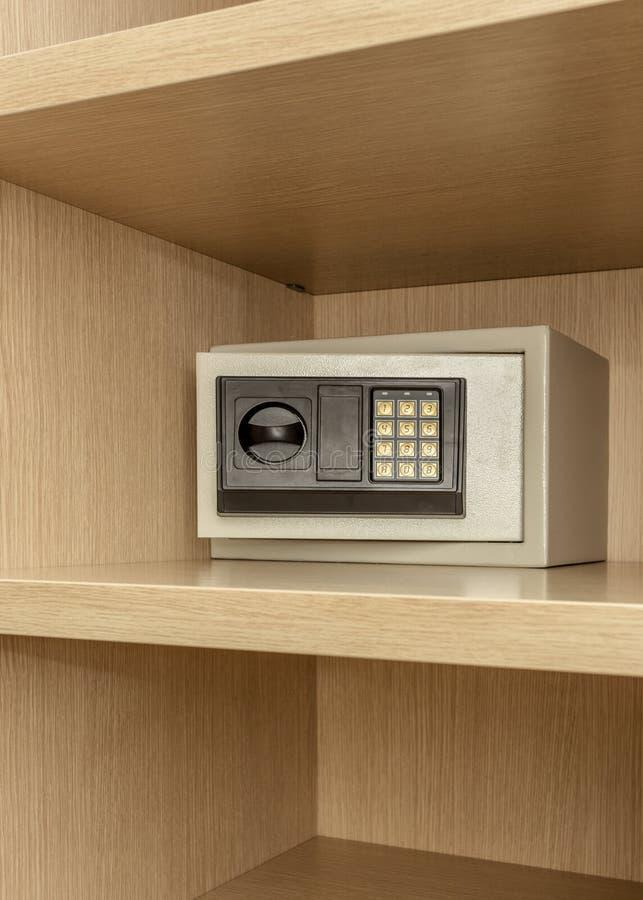 Skrytki pudełko dla przechować kosztowność w drewnianej spiżarni obrazy stock