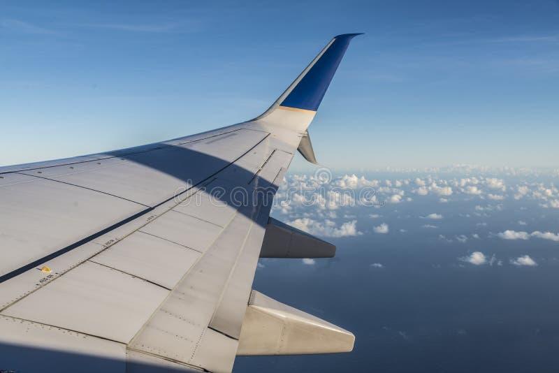 Download Skrzydło samolot zdjęcie stock. Obraz złożonej z dubai - 106917940