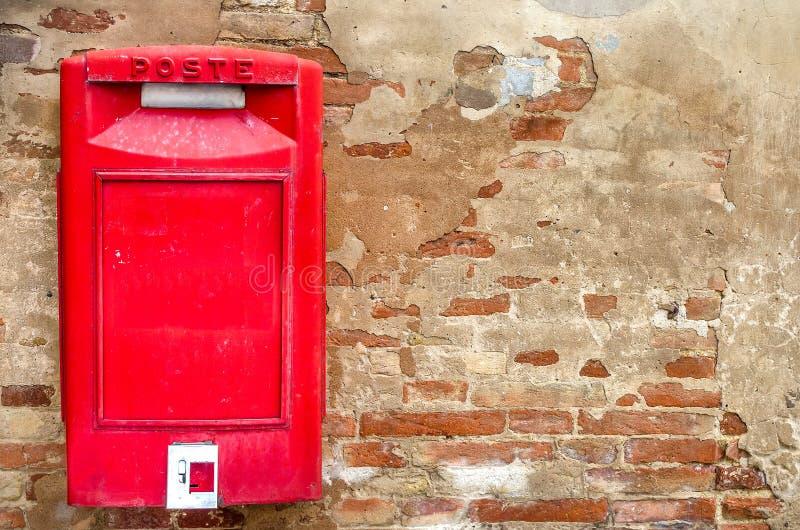 Skrzynki pocztowa czerwieni włoch zdjęcia royalty free