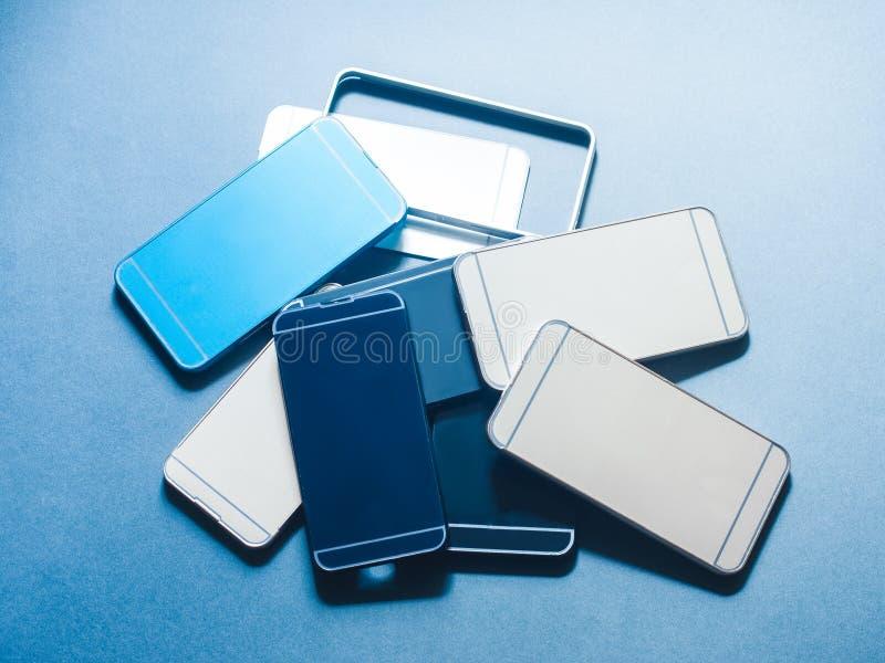 Skrzynki smartphone klingerytu odpady rozsypiska ilości wybór fotografia stock